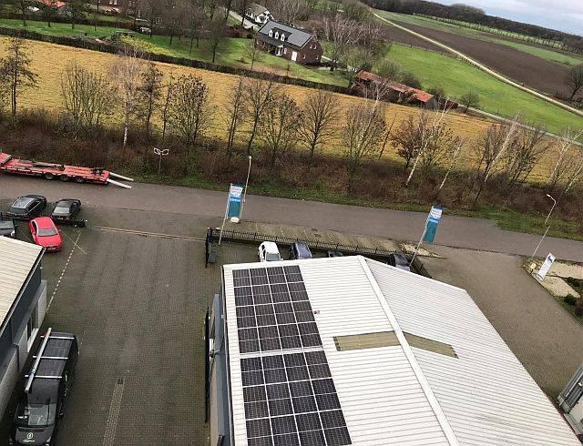 Amperum EIA dak met van der Valk inleg profielen en 370 Wp zonnepanelen in Roggel 2